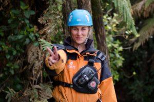 Rotorua-canopy-tours-guide-pulling-peace-sign